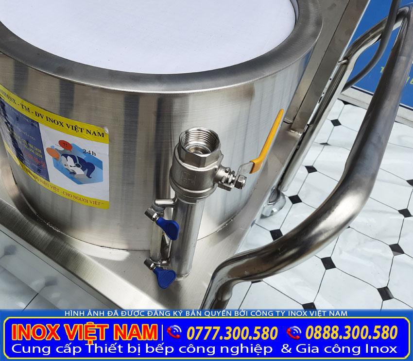 Ống chăm nước và canh mực nước của nồi tráng bánh cuốn bằng điện