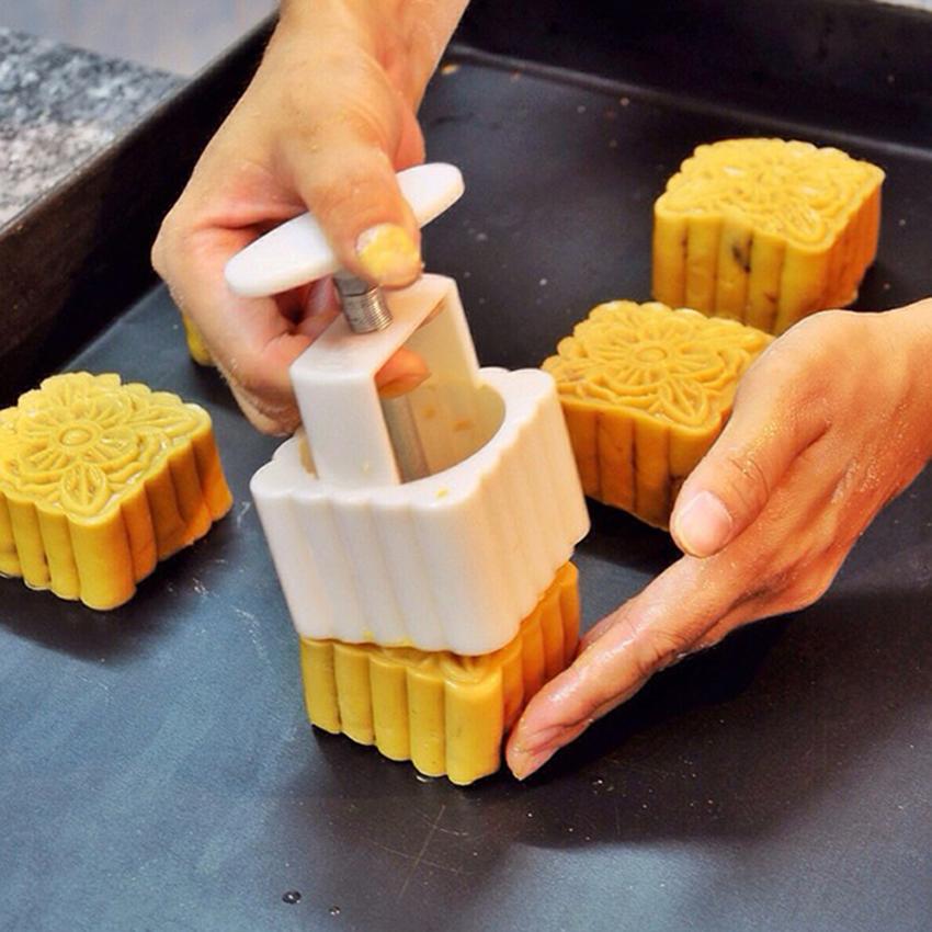 Cách đóng khuôn bánh trung thu đậu xanh